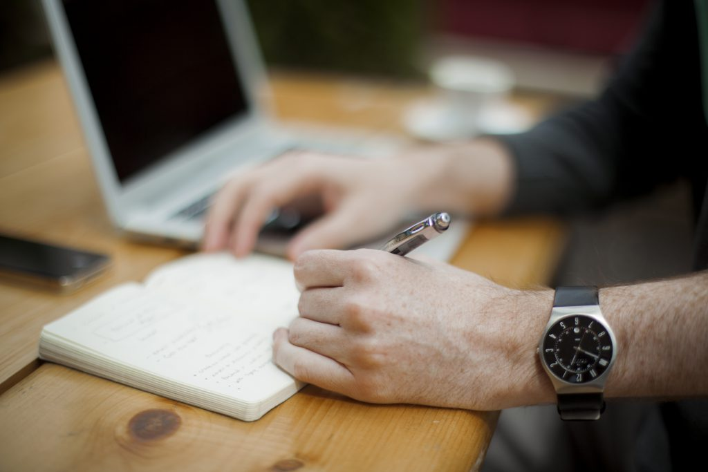 left-handed_writing_with_wristwatch